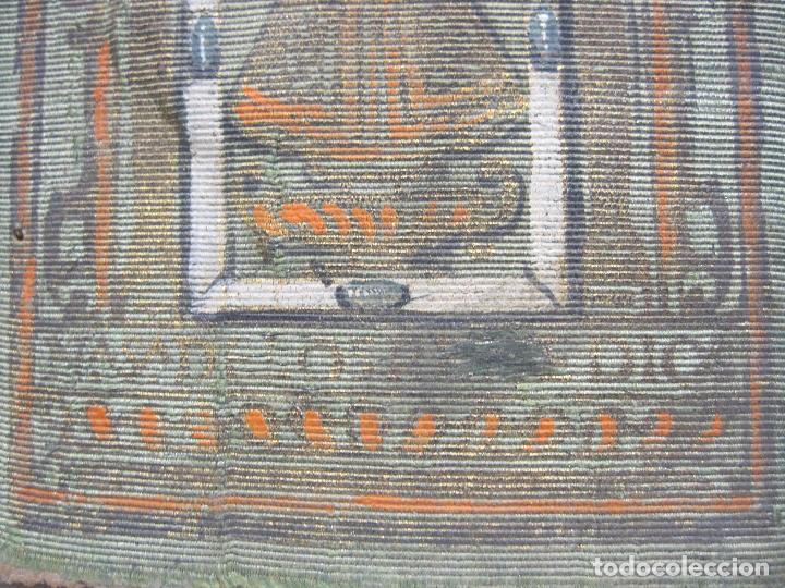 Arte: ANTIGUA PINTURA SOBRE SEDA RAYADA VERDE. IMAGEN DE LA VIRGEN CON EL NIÑO. 13,5 x 9 cm. - Foto 2 - 263140990