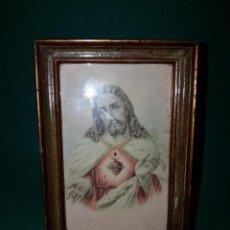 Arte: PRECIOSA Y ANTIGUA ESTAMPA DEL CORAZON DE JESUS FF.SG.XIX. ENMARCADA DE EPOCA. Lote 263188090