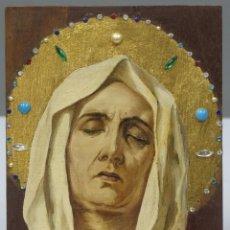 Arte: VIRGEN DOLOROSA. OLEO S/ TABLA DE CAJA DE PUROS CON PEDRERIA. AÑOS 40-50. Lote 264965539