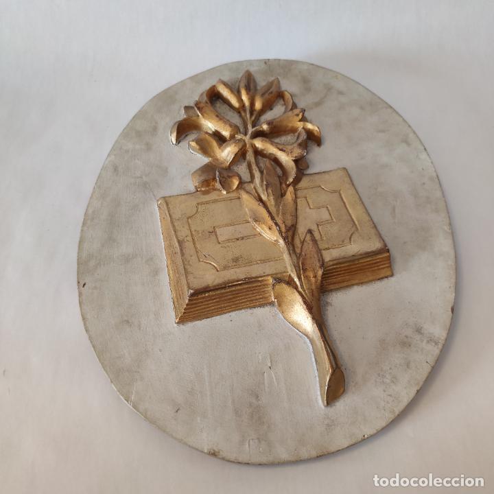 ANTIGUO CUADRO DE IGLESIA EN MADERA TALLADA Y PAN DE ORO. SIGLO XIX. 46 X 38 CM. (Arte - Arte Religioso - Retablos)