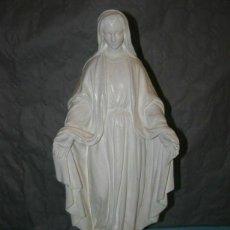 Arte: ANCIENNE STATUE EN PLÂTRE DE LA VIERGE MARIE ET L'ENFANT, HAUTEUR 45CM. Lote 268943814