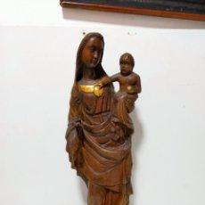 Arte: ANTIGUA TALLA DE MADERA - VIRGEN CON NIÑO JESÚS COGIDO EN BRAZOS. TODA TALLADA EN UNA PIEZA.. Lote 269221793