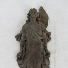 Arte: ARCÁNGEL, PEQUEÑO RELIEVE EN MADERA DE NOGAL DEL SIGLO XVIII. Lote 269600968
