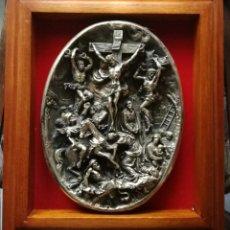 Arte: CUADRO CON ESCULTURA RELIGIOSA EN METAL/BRONCE REPUJADO. Lote 269813198