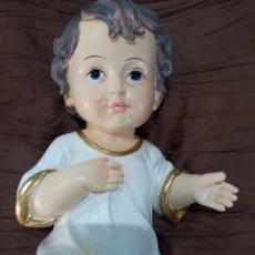 Arte: PRECIOSO NIÑO JESÚS OJOS AZULES Y COJIN CON BORDADOS ORO.ES MUY GUAPO.. Lote 272905243
