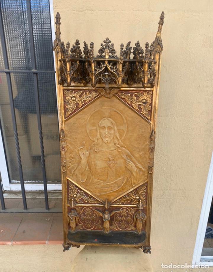 GRAN CAPILLA EN MADERA CON RETABLO DE SAGRADO CORAZÓN DE JESÚS .ÁNGELES EN RELIEVE PRINCIPIO SIG XX. (Arte - Arte Religioso - Escultura)