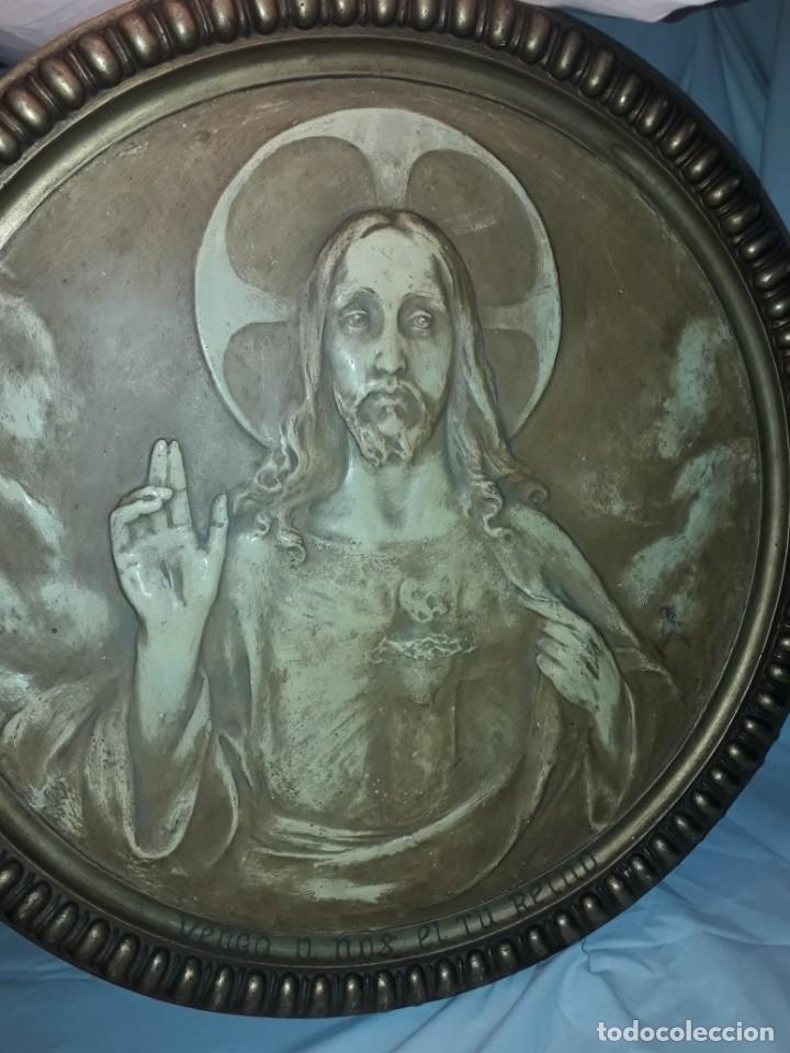 Arte: Antiguo cuadro redondo Sagrado Corazón altorelieve con moldura incorporada año 1921 50cm - Foto 8 - 276228753