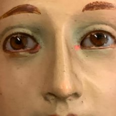 Arte: EXCEPCIONAL IMAGEN DE SAN PANCRACIO. DE UNOS 44CMS, SELLO TALLER ARTES RELIGIOSAS OLOT, OJOS CRISTAL. Lote 276678548
