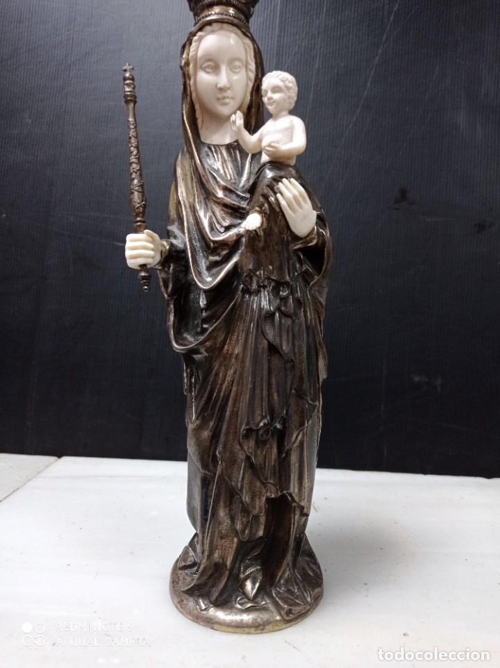 ANTIGUA CRISELEFANTINA VIRGEN CON EL NIÑO EN BRAZOS, POSIBLEMENTE PLATA Y MARFIL (Arte - Arte Religioso - Escultura)