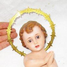 Arte: PRECIOSO NIÑO JESUS DE OLOT EN ESTUCO Y CORONA DORADA OJOS CRISTAL. Lote 283399038