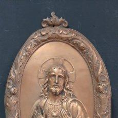 Arte: RETABLO SAGRADO CORAZON DE JESUS DE COBRE EN RELIEVE. Lote 285110518