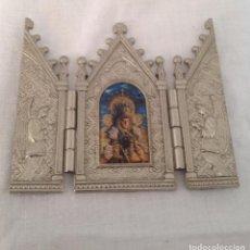 Arte: LA VIRGEN DEL ROCÍO TRÍPTICO RELIGIOSO EN METAL, ESTILO GÓTICO. Lote 286349668