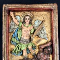 Arte: ESCUELA COLONIAL~ RELIEVE TALLA EN MADERA~ SAN MIGUEL ARCANGEL VENCIENDO AL DEMONIO.. Lote 287164153