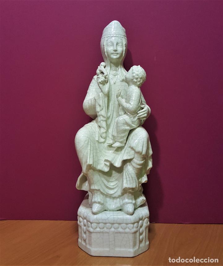 VIRGEN SEDENTE CON NIÑO DE PORCELANA ESMALTADA EN BLANCO. ÚLTIMO TERCIO DEL S. XIX. (Arte - Arte Religioso - Escultura)