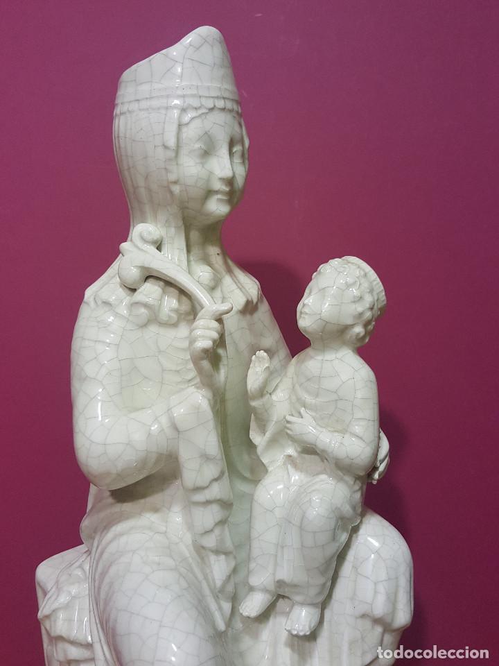 Arte: Virgen sedente con Niño de porcelana esmaltada en blanco. Último tercio del s. XIX. - Foto 3 - 287721828