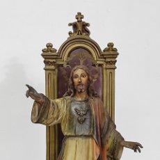 Arte: SAGRADO CORAZÓN ENTRONIZADO - ESTUCO POLICROMADO - SELLO PEDRO LLORET, OLOT - 78 CM ALTURA. Lote 288539543