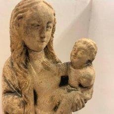 Arte: ANTIGUA VIRGEN CON NIÑO JESUS TALLADA EN PIEDRA. 17,5CMS DE ALTURA, VER FOTOGRAFIAS. Lote 288995358