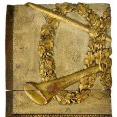 Arte: ANTIGUA TABLA DORADA AL ORO FINO CON INSTRUMENTO. SIGLO XV. Lote 281837528