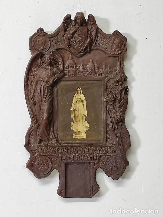RETABLO MODERNISTA - PLAFÓN PORTA CALENDARIO DE TACO - TALLER ARTE CRISTIANO, OLOT - VAYREDA-BASSOLS (Arte - Arte Religioso - Retablos)