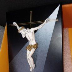 Arte: RETABLO - CRISTO EN LA CRUZ - MADERA - PASTA Y PAN DE ORO - EN SU CAJA - NUEVO -. Lote 294006073