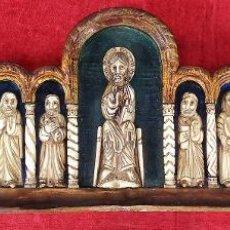 Arte: PEQUEÑO RETABLO. JESÚS Y LOS APÓSTOLES. MADERA TALLADA. ESPAÑA. CIRCA 1950. Lote 295618943