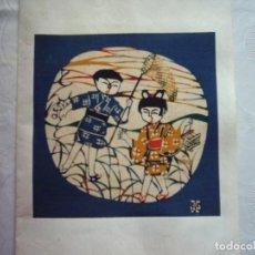 Arte: TELA ESTAMPADA CON MOTIVO DE NIÑOS CAZANDO INSECTOS. JAPÓN. 20 X 20 CM. . Lote 116245015
