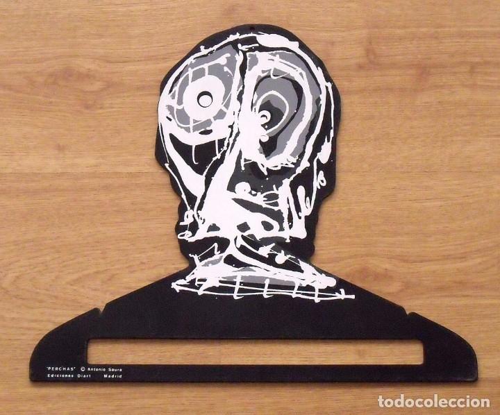 ANTONIO SAURA. PERCHA DE COLOR NEGRO. EDICIONES DIART. MADRID. 1982. 34X41 CM. SERIGRAFÍA. (Arte - Serigrafías )