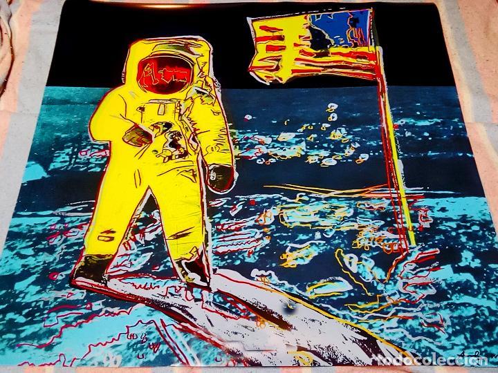 CARTEL ANDY WARHOL -MOONWALK AMARILLO - IMPRESIÓN BUZZ ALDRIN NUEVO ARTE POP LUNA APOLO 11 TAMAÑO 96 (Arte - Serigrafías )