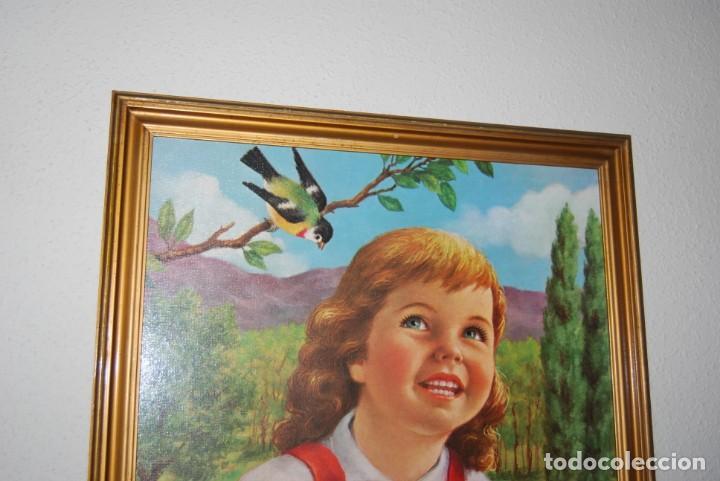 Arte: INCREÍBLE LITOGRAFÍA SOBRE TABLEX - NIÑA CON PERRO Y PÁJARO PASEANDO POR EL CAMPO - AÑOS 50 - Foto 6 - 272582178
