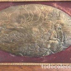 Arte: PLACA DE COBRE RELIEVE MUJER GALLEGA SENTADA EN UN CRUCERO. Lote 102495079