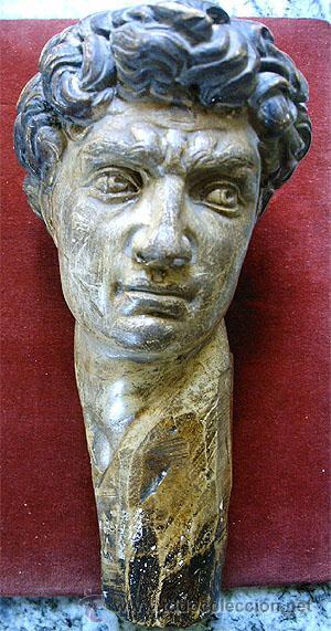 ANTIGUO BUSTO DE JOVEN, EN PASTA DE YESO Y POLICROMADO. MEDIDA 21X 10 X 11,5 CM. S.XVIII (Arte - Escultura - Otros Materiales)