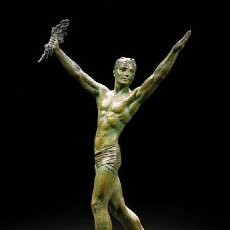 Arte: DIMITRI CHIPARUS 67 CM. MONUMENTAL ESCULTURA ART DECO DE 1920 1930 . ORIGINAL ATLETA TRIUNFADOR. Lote 38098717