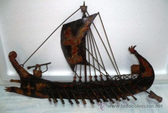 BARCO ANTIGUO DE METAL DECORADO BRONCE COBRIZO. APTO PARA ENMARCAR. MEDIDAS 45 X 30 CMS. BARCOS (Arte - Escultura - Otros Materiales)