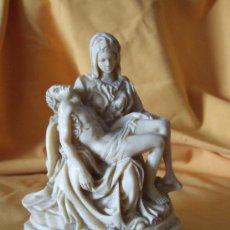 Arte: LA PIETA (LA PIEDAD) - MARMOLINA - BASE MARMOL - FIRMADO A. SANTINI - MADE IN ITALIA - 15X10,5 . Lote 27592387