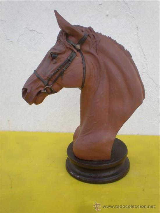 ESCULTURA DE CABEZA DE CABALLO EN RECINA (Arte - Escultura - Otros Materiales)