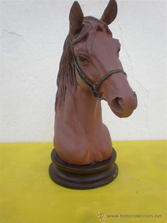 Arte: escultura de cabeza de caballo en recina - Foto 2 - 26320873