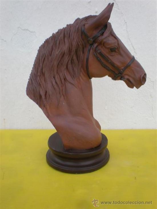 Arte: escultura de cabeza de caballo en recina - Foto 3 - 26320873