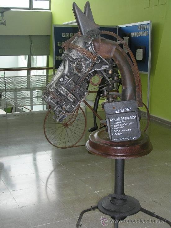 LA CABEZA DEL EQUINO (Arte - Escultura - Otros Materiales)
