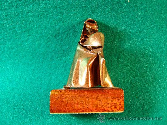 MONJA - FIGURA EN COBRE DE GUILLEM DURAN-SURROCA - 6X4X4 CM+PEANA- MEDIADOS SIGLO XX - PIEZA UNICA. (Arte - Escultura - Otros Materiales)