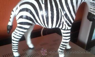 Arte: Escultura de una cebra hecha de cartón piedra y forrada con cuero,ojos de cristal pintada a mano. - Foto 2 - 37771384