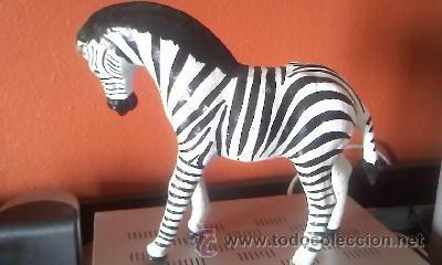 Arte: Escultura de una cebra hecha de cartón piedra y forrada con cuero,ojos de cristal pintada a mano. - Foto 3 - 37771384