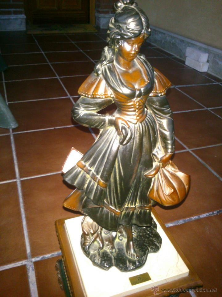 ESCULTURA CLASICA MOLDEADA A MANO.ARTESANIAS AURREGUI.23X23CM,ALTO;59CM. (Arte - Escultura - Otros Materiales)