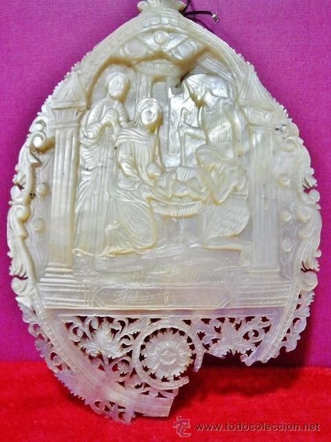 CONCHA DE MADREPERLA TALLADA Y CALADA DE GRAN CALIDAD CON ESCENA 'EL NACIMIENTO DE CRISTO'. (Arte - Escultura - Otros Materiales)