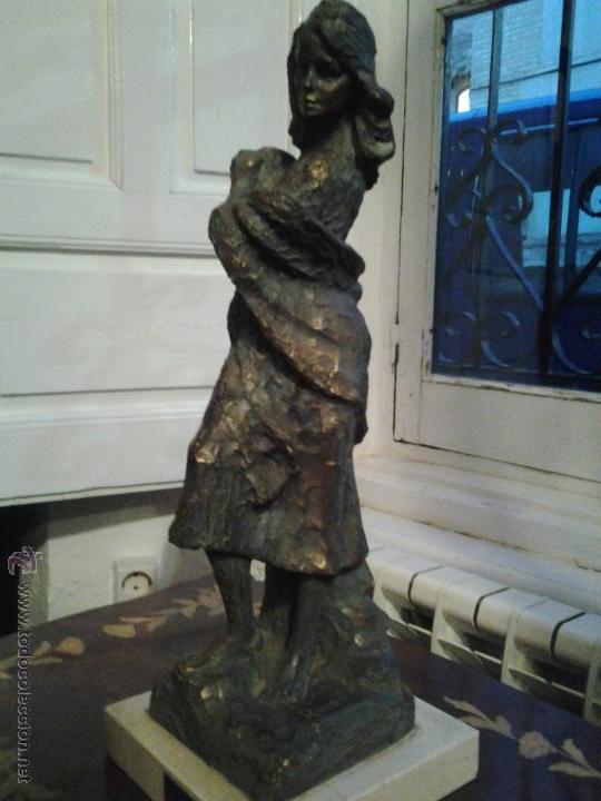 ESCULTURA DE COBRE FIRMADA POR RINOR ESCULTURA DE COBRE SOBRE BASE DE MÁRMOL, FIRMADA POR RINOR. RE (Arte - Escultura - Otros Materiales)
