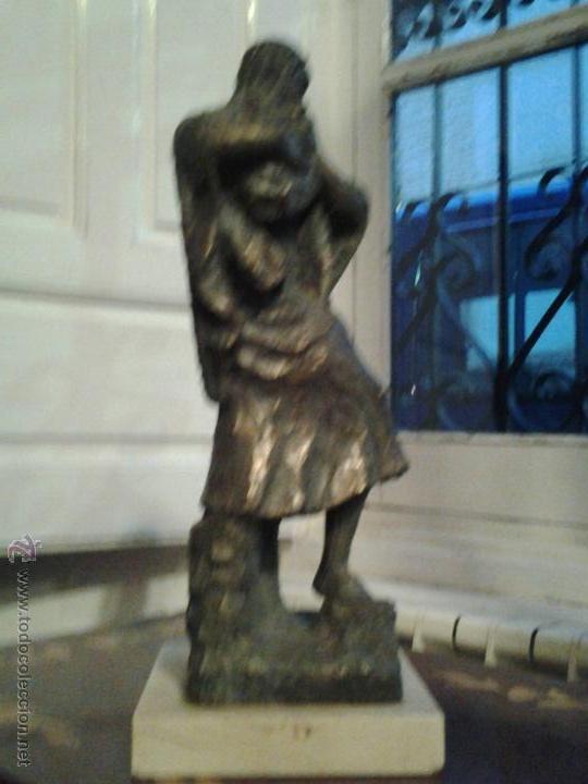 Arte: Escultura de cobre firmada por Rinor Escultura de cobre sobre base de mármol, firmada por Rinor. Re - Foto 3 - 46315484