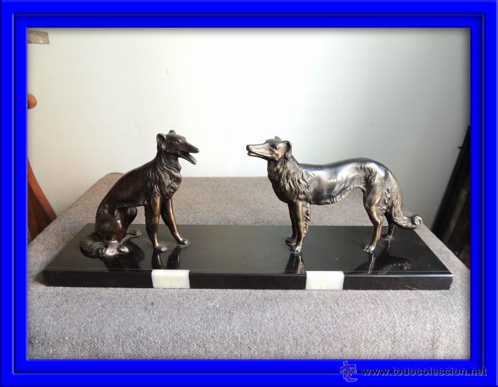 FIGURA DE DOS GALGOS SOBRE BASE DE MARMOL DE EPOCA ART DECO (Arte - Escultura - Otros Materiales)