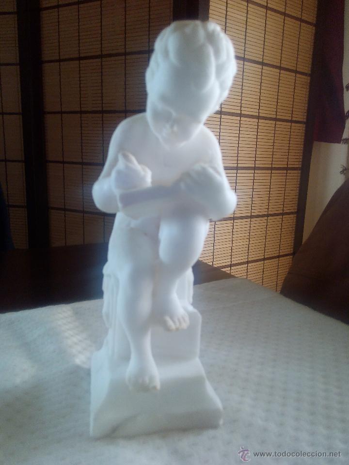 Arte: Extraordinaria escultura de un niño sentado escribiendo.Hecha de escamas de sal. - Foto 3 - 47896344
