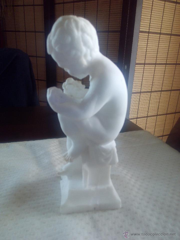 Arte: Extraordinaria escultura de un niño sentado escribiendo.Hecha de escamas de sal. - Foto 4 - 47896344