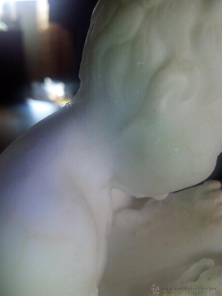 Arte: Extraordinaria escultura de un niño sentado escribiendo.Hecha de escamas de sal. - Foto 6 - 47896344