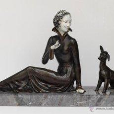 Arte: FIGURA ART DECO DE MUJER Y CORDERITO EN CALAMINA Y MARMOL. Lote 48939486